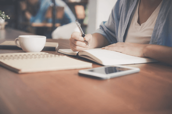 Woman-making-checklist